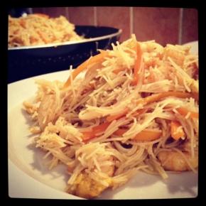 Spaghetti riso curry gamberi